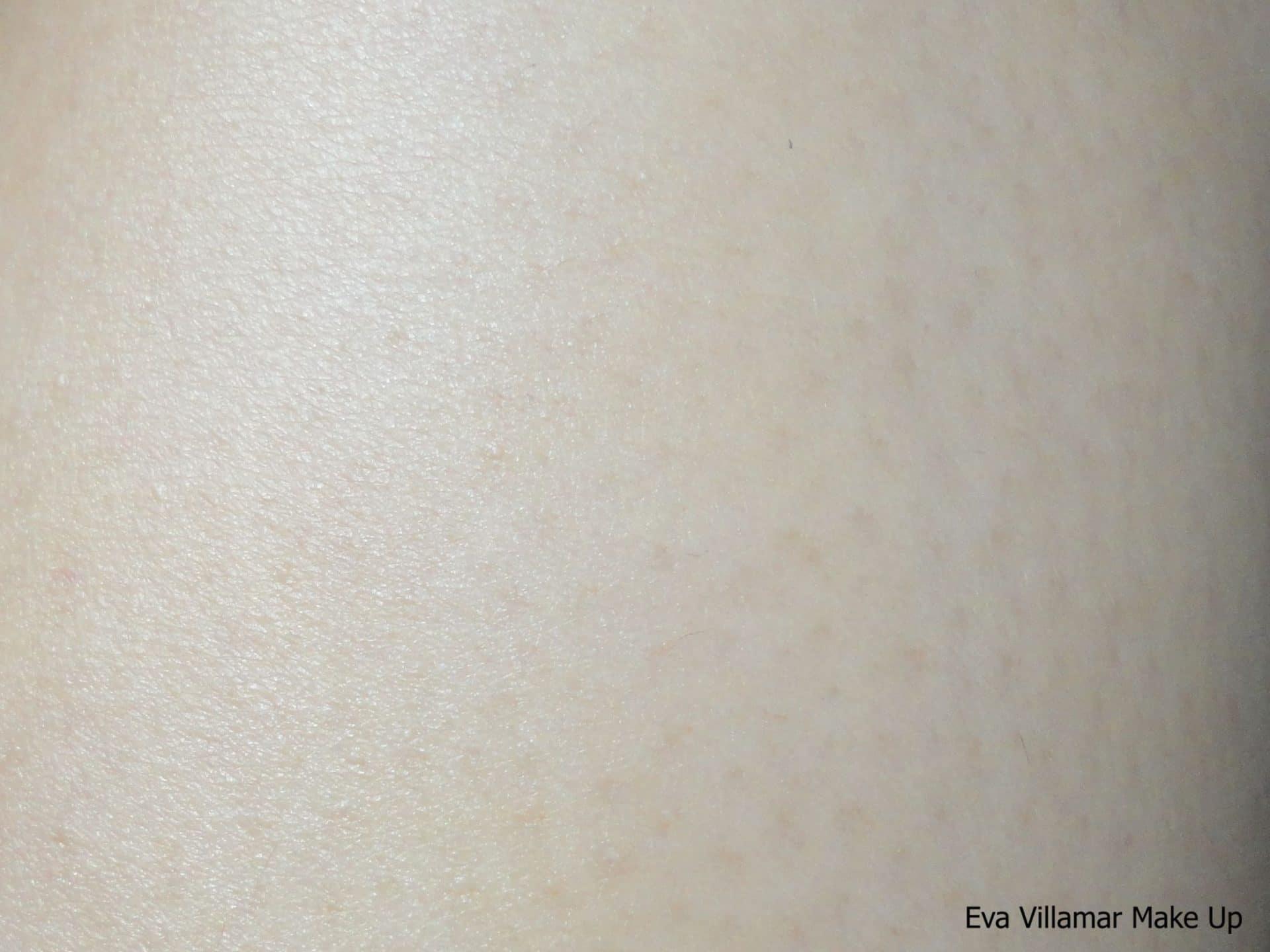 Como limpían los cosmetólogos a la persona de negro los puntos