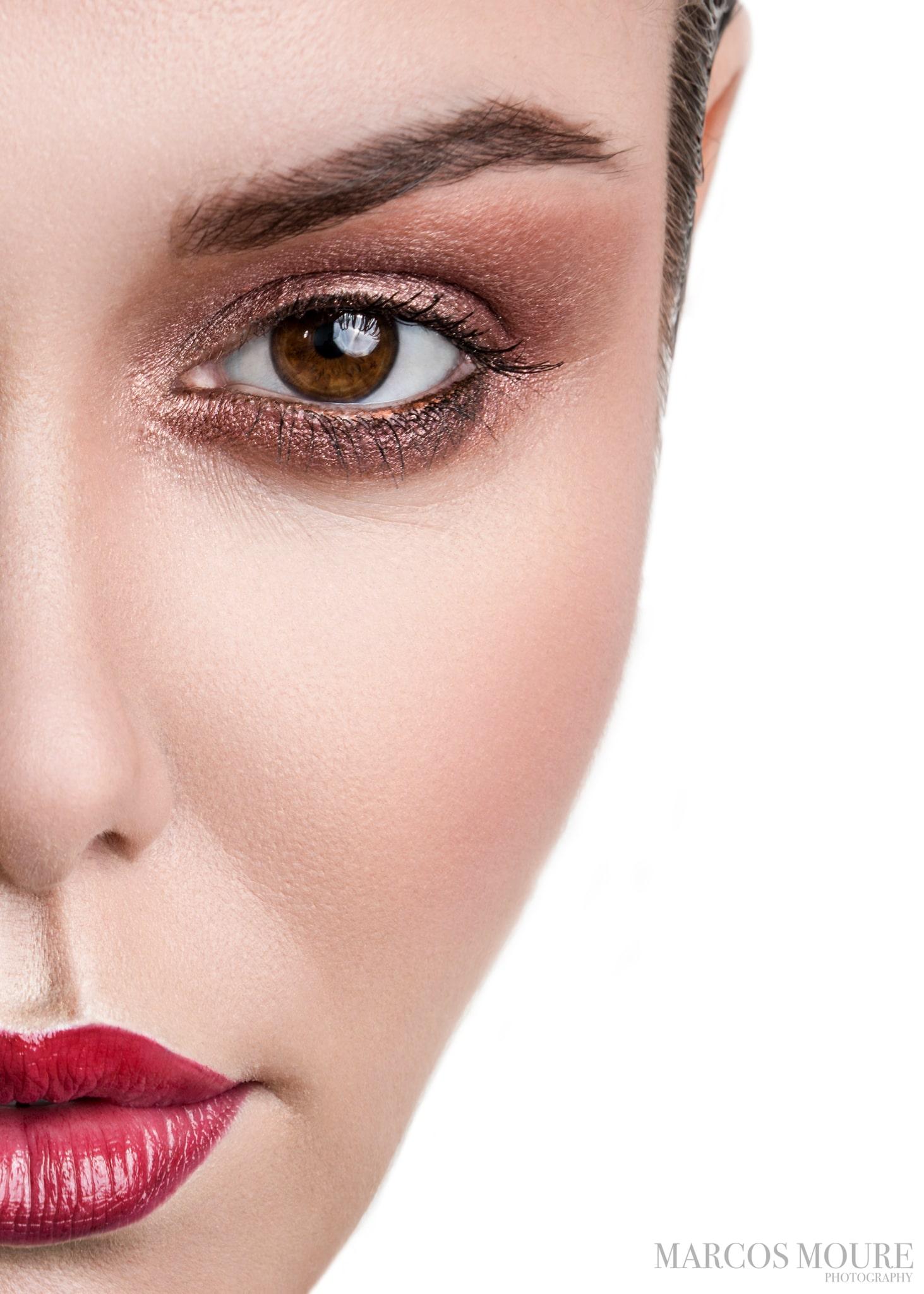 Gold & Red… maquillaje, sofisticación y una mujer